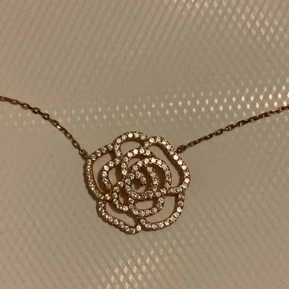 Accessories - Rose Gold flower necklace